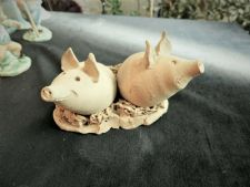 UNUSUAL ART POTTERY HAND MADE CLAY PIG ORNAMENT JANET SLADE CAMBRIDGE VERY CUTE